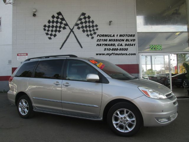 2005 TOYOTA SIENNA XLE LIMITED 7 PASSENGER AWD 4DR silver loaded - leather - moon roof - navigati