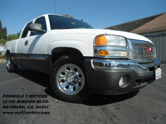 2006 GMC SIERRA 1500 EXTENDED CAB SHORT BED white v8 48l engine all the power you need perfect