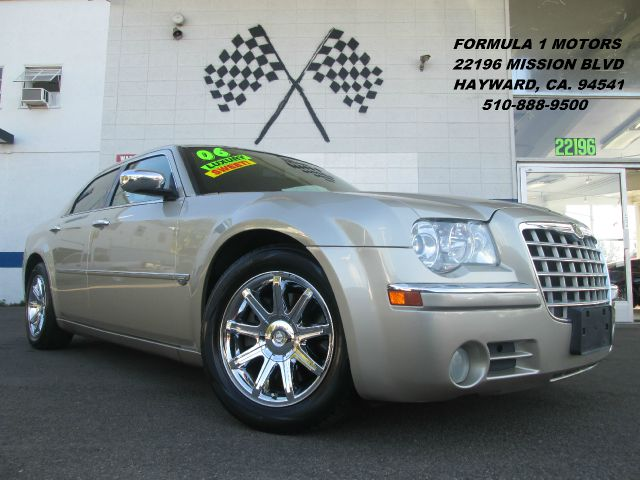 2006 CHRYSLER 300C HEMI gold abs brakesair conditioningalloy wheelsamfm radioanti-brake syste