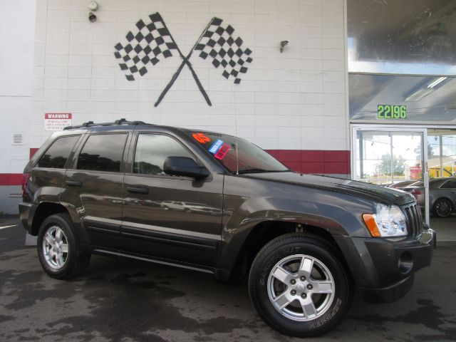 2005 JEEP GRAND CHEROKEE LAREDO 4DR SUV grey this is a very nice jeep grand cherokee super clean