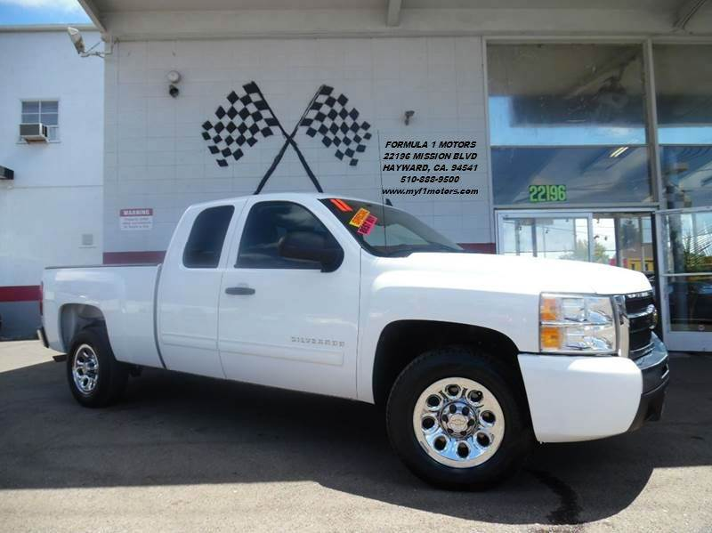 2011 CHEVROLET SILVERADO 1500 LS 4X2 4DR EXTENDED CAB 65 FT white this is a very nice chevrolet