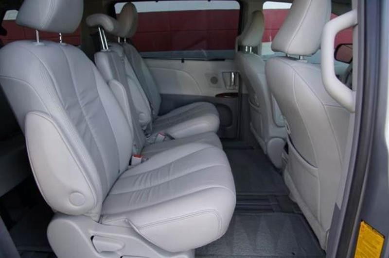 2011 TOYOTA SIENNA XLE 8 PASSENGER 4DR MINI VAN silver 2-stage unlocking doors abs - 4-wheel ac