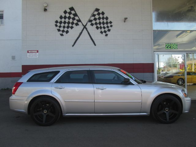 2006 DODGE MAGNUM SE 4DR WAGON silver antenna type anti-theft system - engine immobilizer cargo