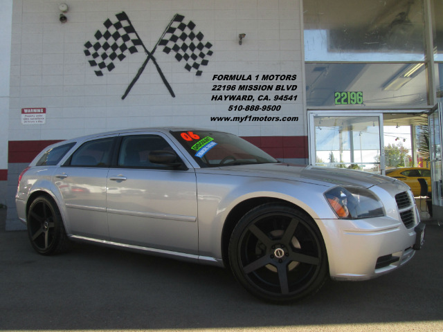 2006 DODGE MAGNUM SE 4DR WAGON silver this dodge magnum is in great condition looks extremely cle