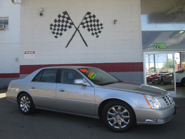 2008 CADILLAC DTS 4DR SEDAN silver super clean cadillac dts runs greatvery clean inside and out
