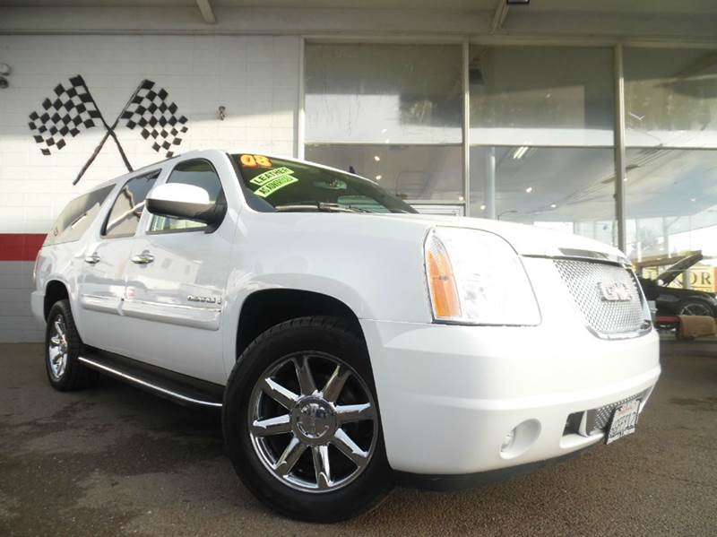 2008 GMC YUKON XL DENALI AWD 4DR SUV white great car for families super spacious for that vacat