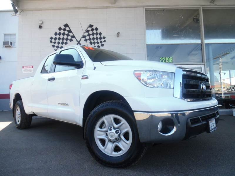 2012 TOYOTA TUNDRA GRADE 4X4 4DR DOUBLE CAB PICKUP white vin 5tfuy5f19cx239548   this is a very