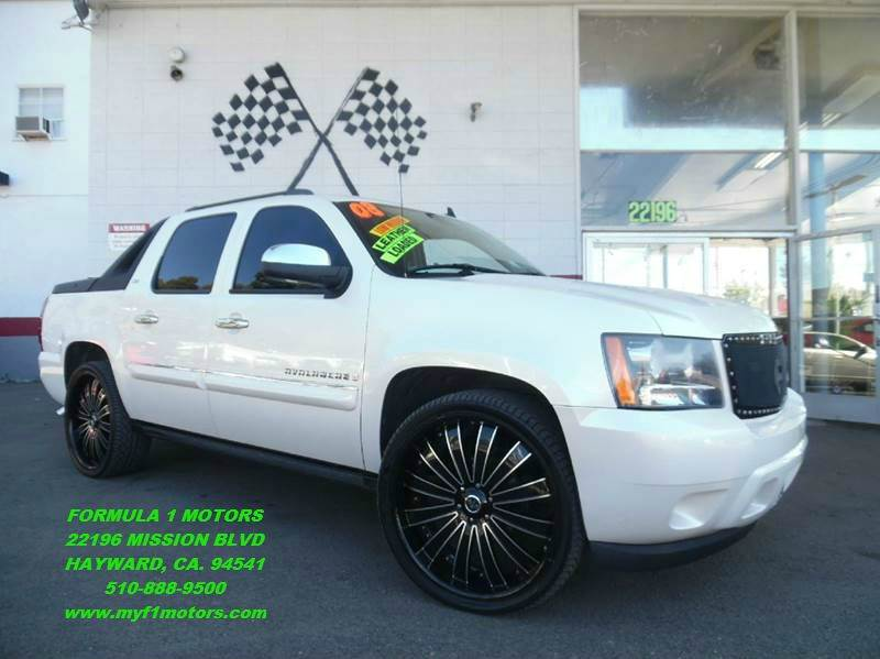 2008 CHEVROLET AVALANCHE LTZ 4X2 4DR CREW CAB SB pearl white this is a very nice chevy avalanche