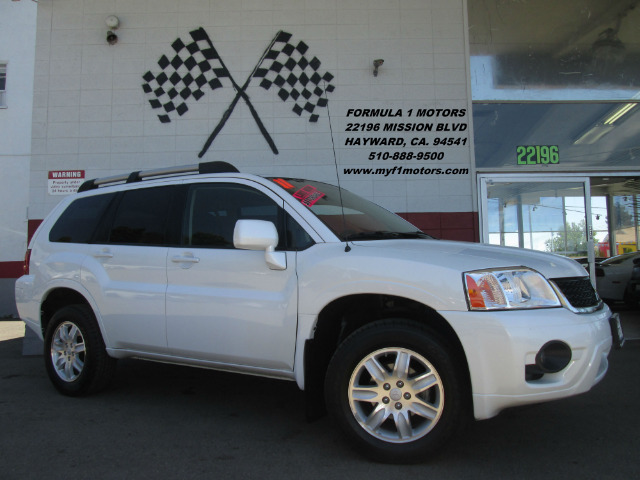 2011 MITSUBISHI ENDEAVOR LS AWD 4DR SUV white this is a very nice smaller size suv perfect for th