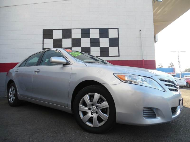 2010 TOYOTA CAMRY 4DR SEDAN 6A silver this is a very nice toyota camry perfect family vehicle r