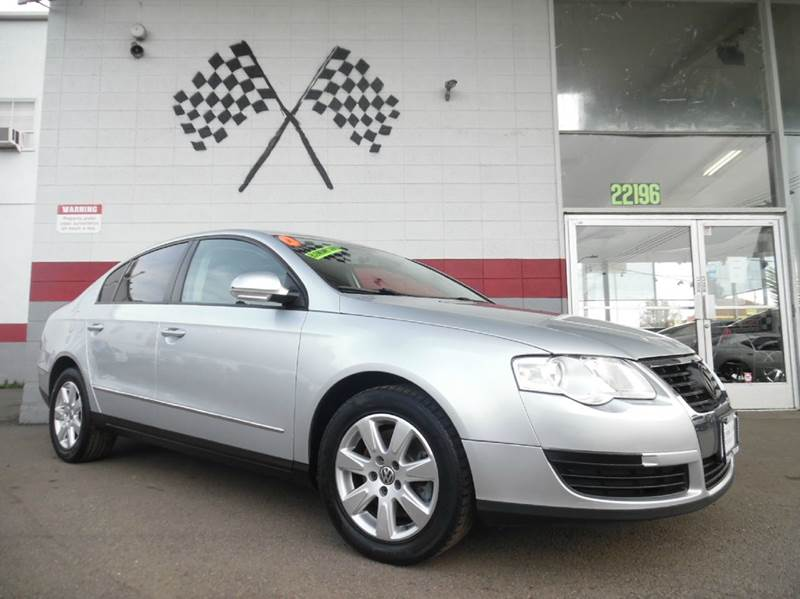 2007 VOLKSWAGEN PASSAT 4DR SEDAN 2L I4 6A silver beautiful leather seating with a great slick l