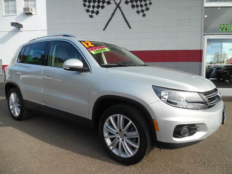 2012 VOLKSWAGEN TIGUAN SE 4DR SUV W SUNROOF AND NAVIGA silver this is the tsi 20 turbo loaded wi
