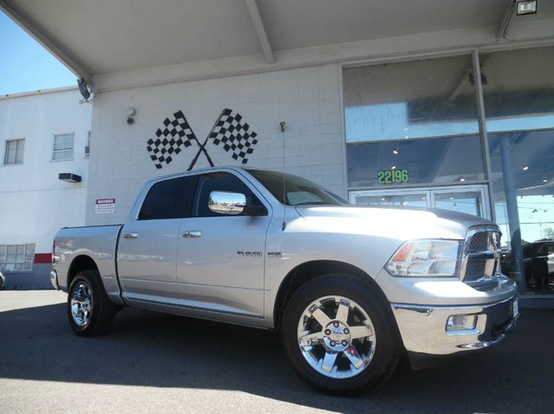 2010 DODGE RAM PICKUP 1500 LARAMIE 4X4 4DR CREW CAB 55 FT silver this dodge ram is not gonna las