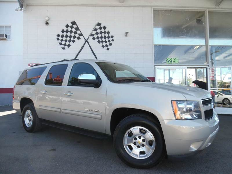 2010 CHEVROLET SUBURBAN LT 1500 4X2 4DR SUV brown this is a very nice chevy suburban gorgeous bla
