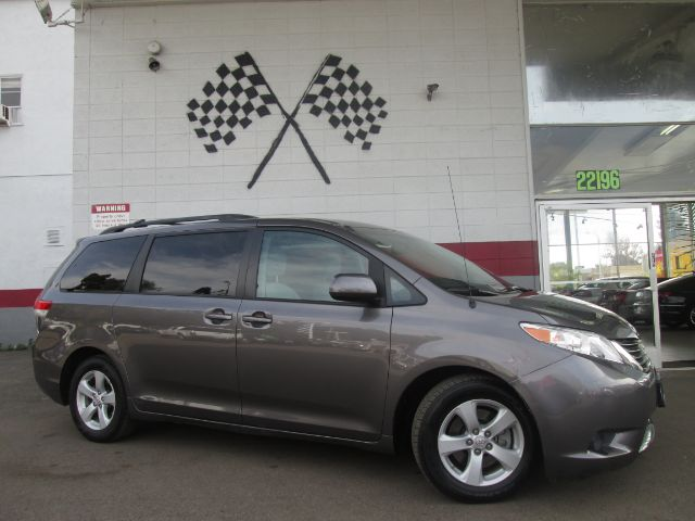 2011 TOYOTA SIENNA LE 8-PASSENGER 4DR MINI VAN V6 grey this is a beautiful toyota sienna perfect