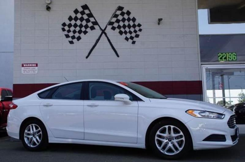 2015 FORD FUSION SE 4DR SEDAN oxford white radiating premium style and performance to match our