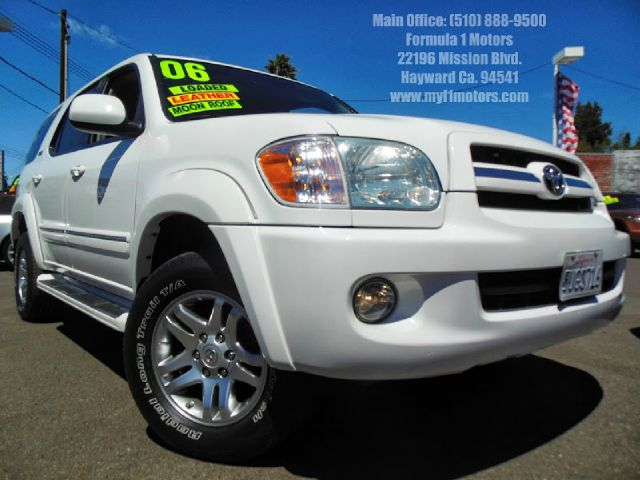 2006 TOYOTA SEQUOIA SR5 4WD white 47l v8 automatic 4x4 leatherheated seats 3rd row seating mo
