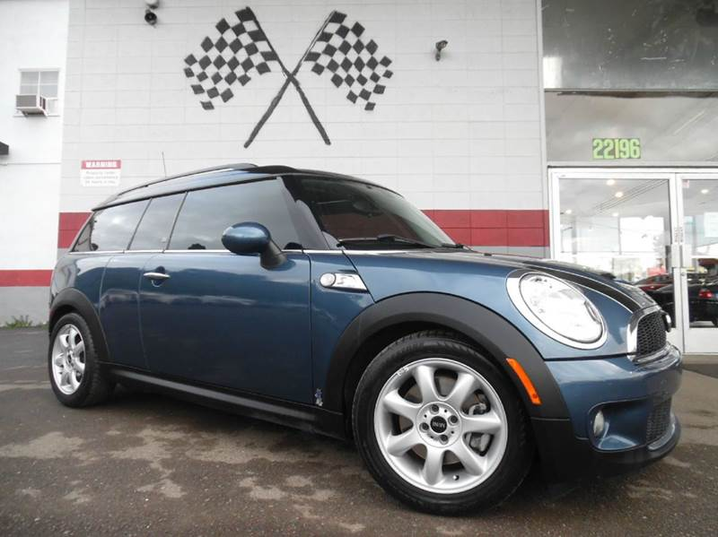 2010 MINI COOPER CLUBMAN S 3DR WAGON blue vin wmwmm3c5xatp93934 this is a great vehicle tons