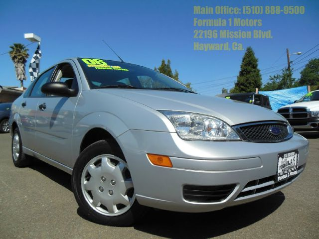 2006 FORD FOCUS ZX4 SE silver this is the perfect commuter car or as a first car  it has very low