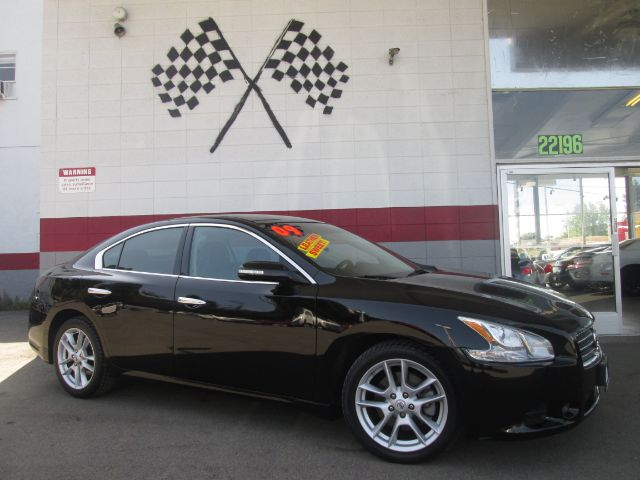2009 NISSAN MAXIMA 35 S 4DR SEDAN black this is a very nice nissan maxima super clean inside an