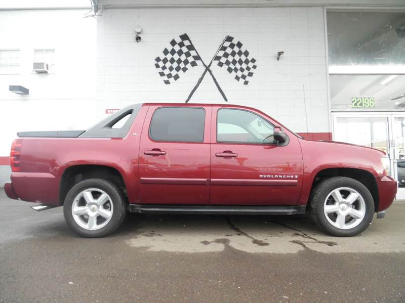 2008 CHEVROLET AVALANCHE LS 4X4 4DR CREW CAB SB burgendy this is a very nice chevy avalanche sup