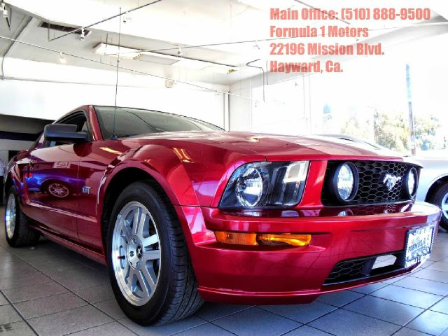 2006 FORD MUSTANG GT DELUXE COUPE burgundy this mustang is a showroom condition vehicle  it has v