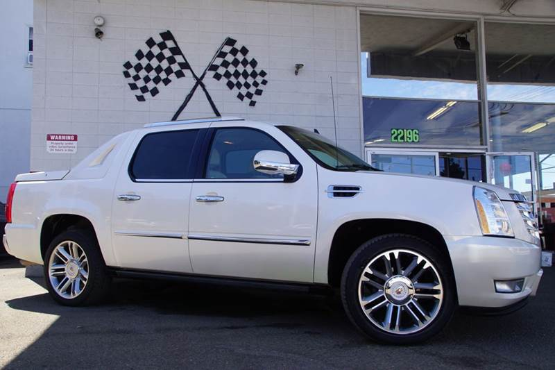 2008 CADILLAC ESCALADE EXT BASE AWD 4DR SB CREW CAB white diamond tricoat 2-stage unlocking doors