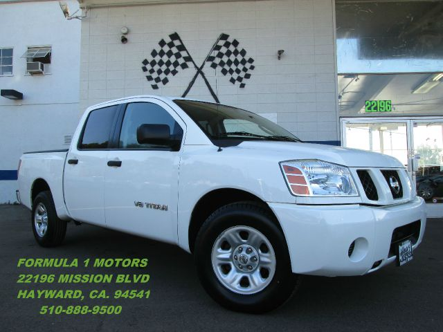 2007 NISSAN TITAN LE CREW CAB 2WD white abs brakesadjustable foot pedalsair conditioningalloy w