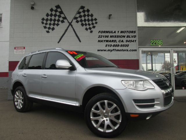 2008 VOLKSWAGEN TOUAREG 2 VR6 FSI AWD SUV silver this is a beautiful volkswagen touareg super cle