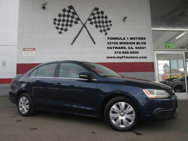 2013 VOLKSWAGEN JETTA SE PZEV 4DR SEDAN 6A blue this is a very nice volkswagen jetta it comes lo