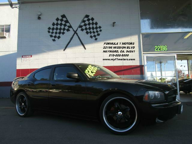 2006 DODGE CHARGER SE 4DR SEDAN black this is a nice dodge charger premium wheels in good condit