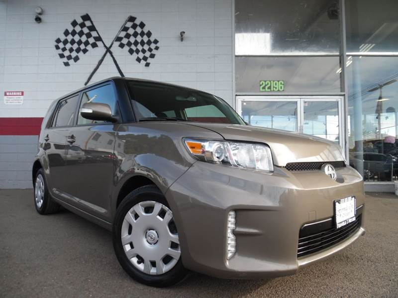 2013 SCION XB BASE 4DR WAGON 4A brown vin jtlze4fe2dj036490 this is a great car for families dr