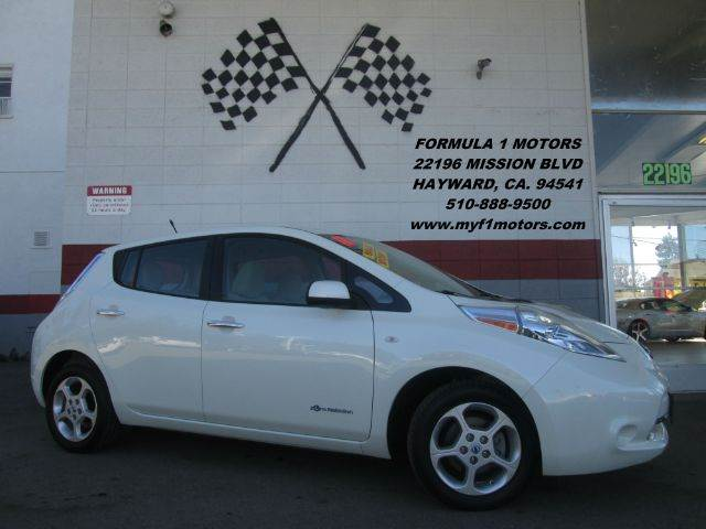 2011 NISSAN LEAF SV 4DR HATCHBACK white this is an extremely clean nissan leaf full electric on