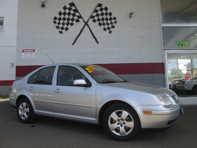 2004 VOLKSWAGEN JETTA GLS 4DR SEDAN silver great 1st car very dependable good on gasgreat deal