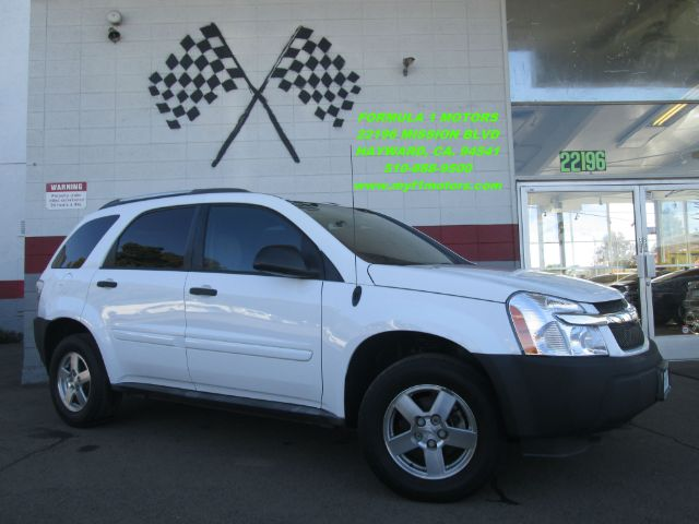 2005 CHEVROLET EQUINOX LS 4DR SUV white this is a very nice smaller size suv this chevy equinox i