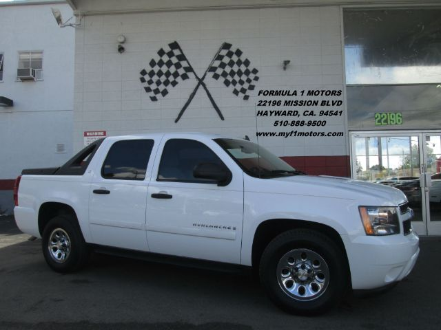 2008 CHEVROLET AVALANCHE LT 4X2 PICKUP CREW CAB SHORT BED white this is a very nice chevy avalanc