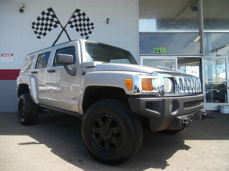 2006 HUMMER H3 4DR SUV 4WD grey this is a very nice hummer h3 gorgeous black leather interior r