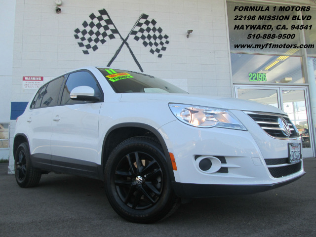 2011 VOLKSWAGEN TIGUAN S white premium wheels - gas saver - extra clean  abs brakesair condition