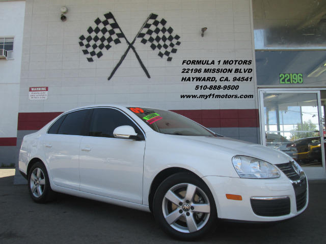 2009 VOLKSWAGEN JETTA SE 4DR SEDAN 6A white this is a very nice jetta very smooth ride loaded wi