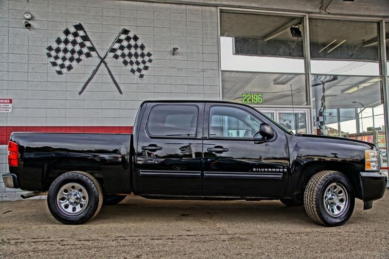 2009 CHEVROLET SILVERADO 1500 LS 4X2 4DR CREW CAB 58 FT SB black granite metallic pickup bed li