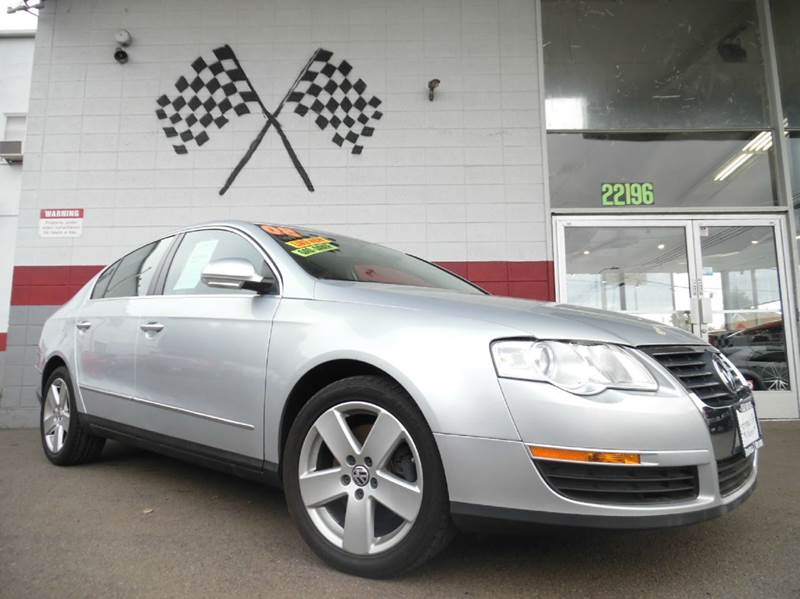 2008 VOLKSWAGEN PASSAT KOMFORT 4DR SEDAN 6A silver slick leather seating with a beauty of a dashb