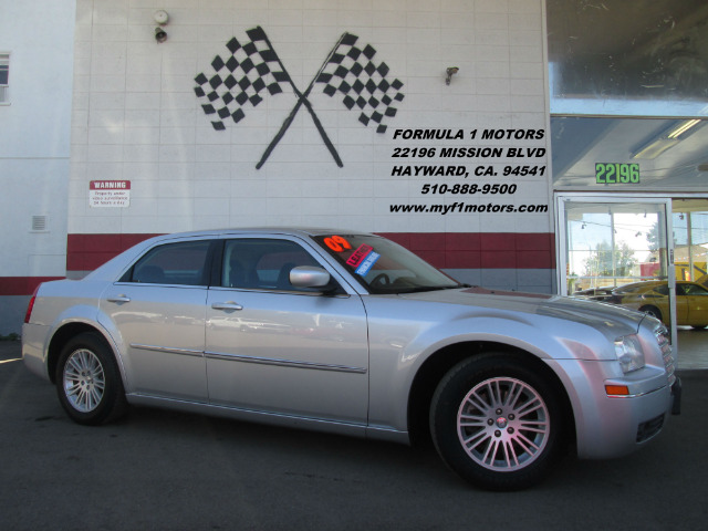 2009 CHRYSLER 300 TOURING 4DR SEDAN silver this is the perfect family car super smooth ride very