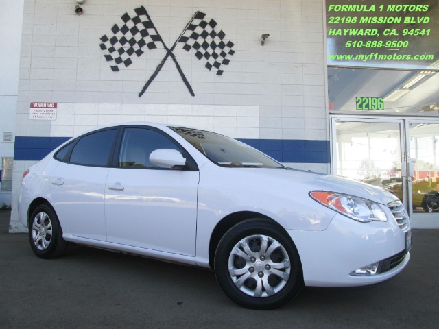 2010 HYUNDAI ELANTRA SE white nice car and great gas mileage this is a perfect car if you are lo