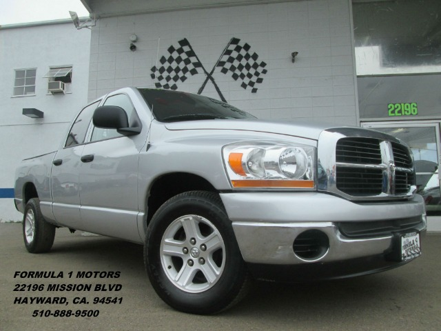 2006 DODGE RAM PICKUP 1500 SLT QUAD CAB 2WD silver need a work truck a comfortable family day ve