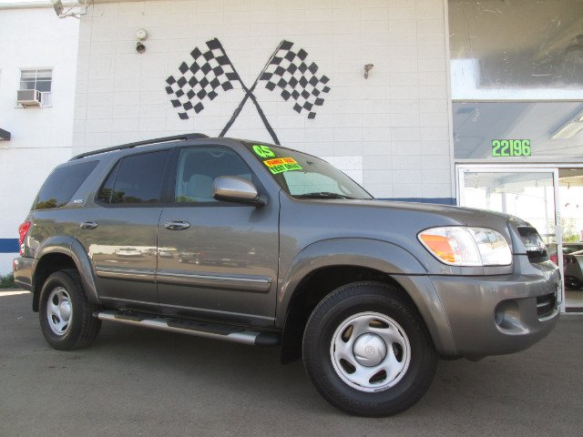 2005 TOYOTA SEQUOIA SR5 2WD gray this is the perfect family vehicle third row seating gives you a