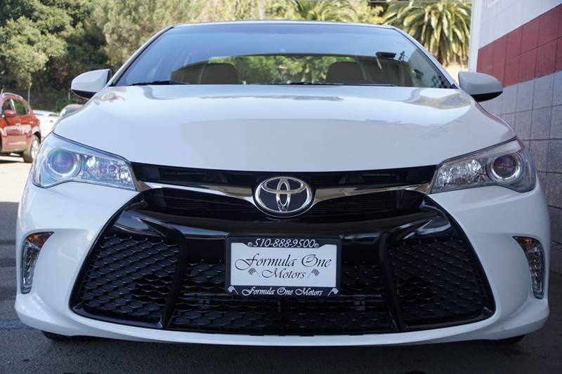 2015 TOYOTA CAMRY XSE 4DR SEDAN super white meet our attractive 2015 toyota camry xse in super wh