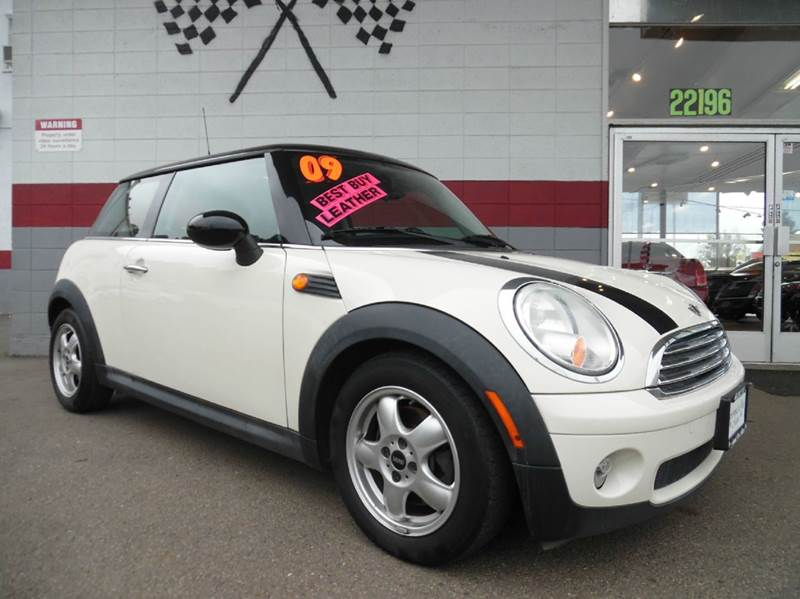 2009 MINI COOPER BASE 2DR HATCHBACK pearl this minicooper is a great buy low miles great mpg