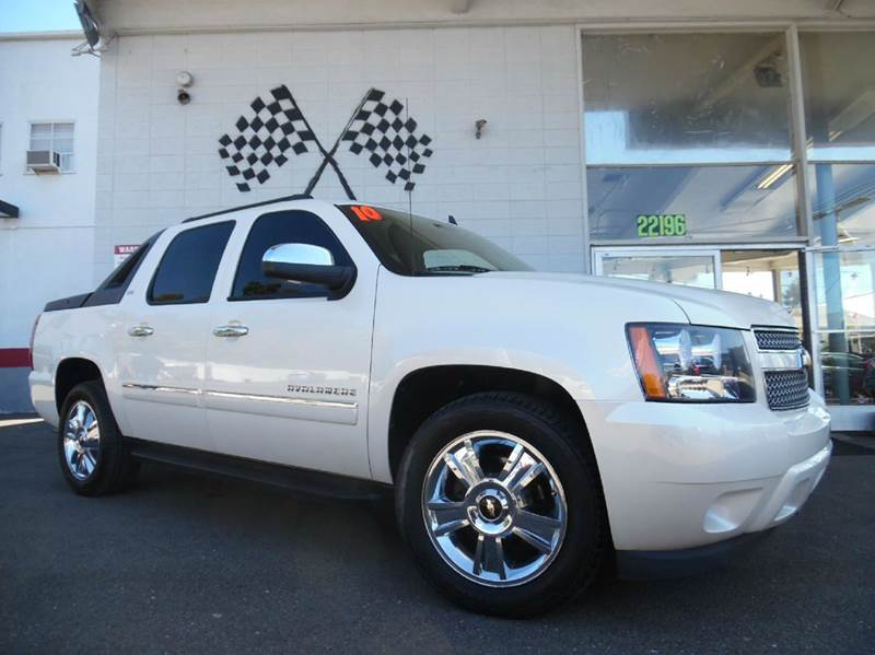 2010 CHEVROLET AVALANCHE LTZ 4X4 4DR PICKUP white loaded gorgeous black leather interior dvd