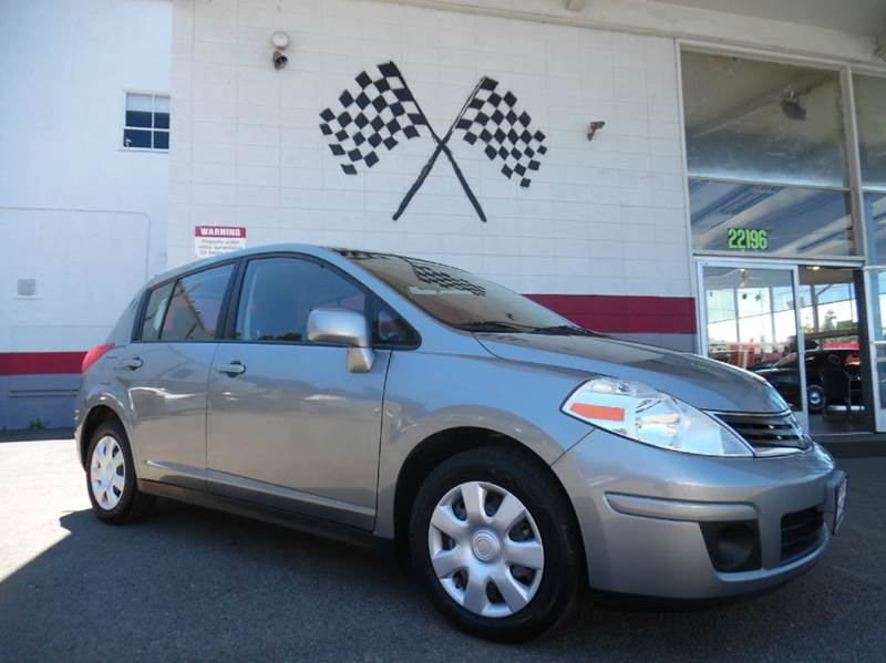 2012 NISSAN VERSA 18 S 4DR HATCHBACK 4A silver this nissan versa hatchback is in great condition