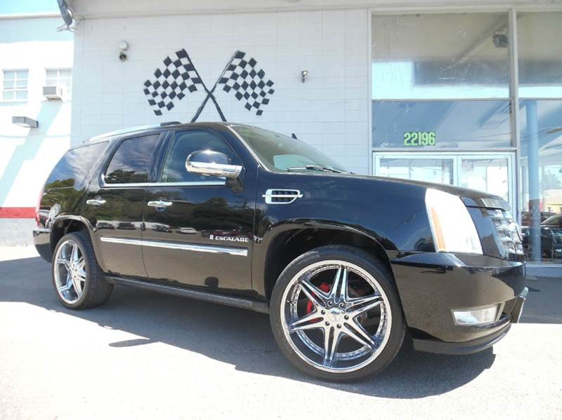 2007 CADILLAC ESCALADE BASE 4DR SUV black this cadillac is a great buy nice luxury car with thr